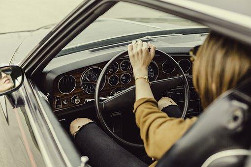 I řízení auta se musíme učit