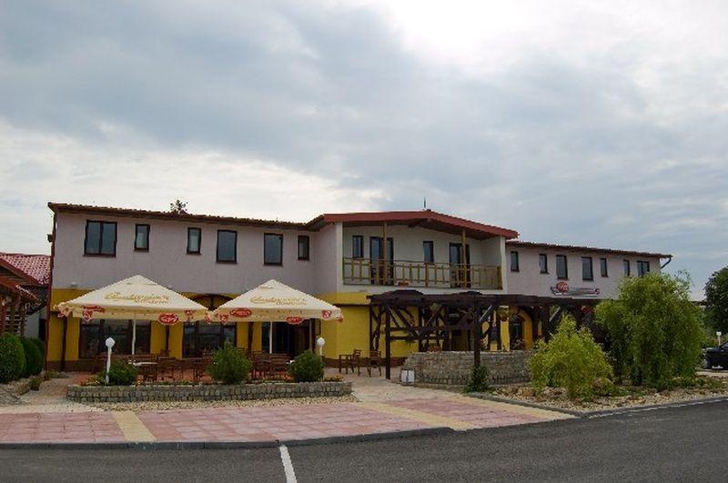 Pohodlné bytování, skvělé jídlo i možnost sportovního vyžití – to je penzion Kojice